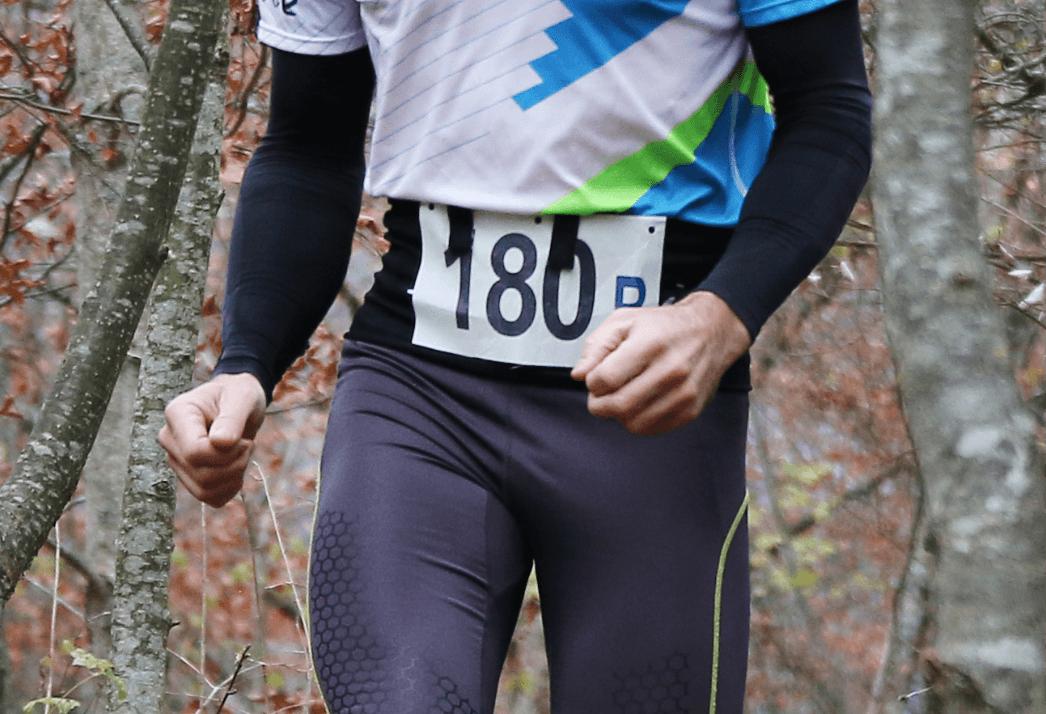 Ceinture de Running Sammie® Evo portée pendant une course en forêt