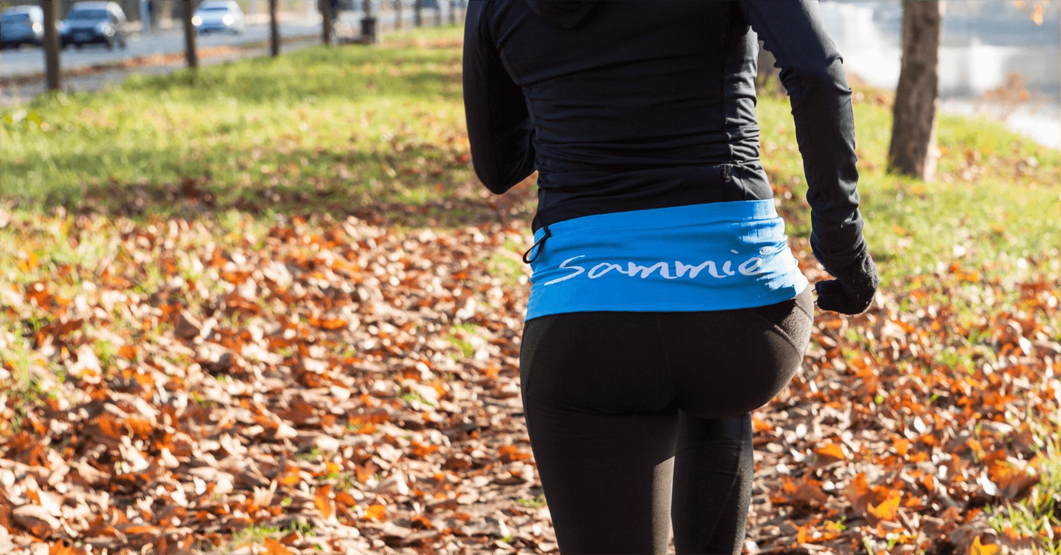 Ceinture de Running Sammie® Mini portée pour un run en ville