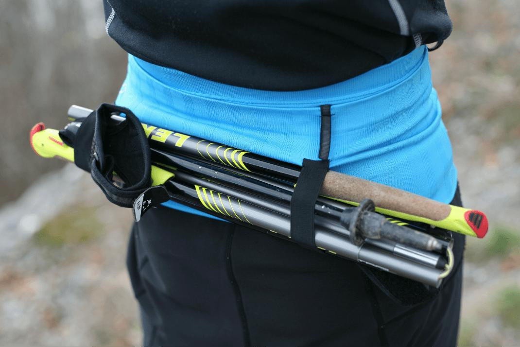 La ceinture de Running Sammie® Trail vue de dos, équipée de portes bâtons