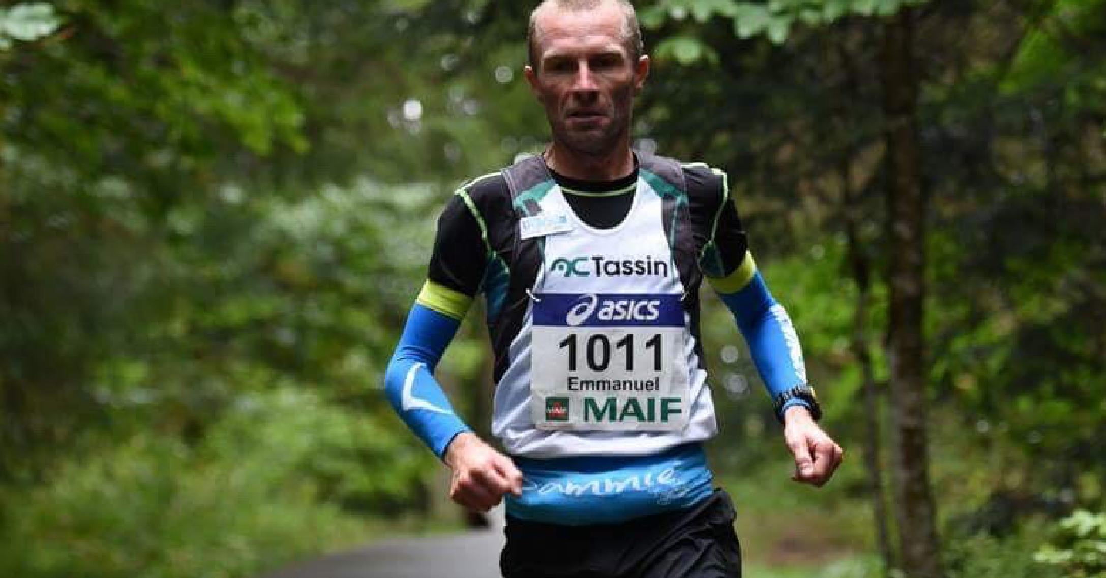 Manu Meyssat portant la Sammie® V2 à l'occasion d'un trail en compétition